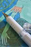 Weißer Gelstift und Marker