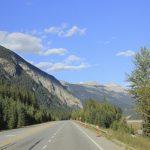 Weite Straßen und endlose Landschaft