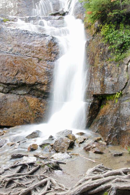 Langzeitbelichtung Gebirgswasserfall in Canada 1