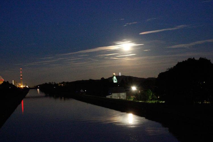 Langzeitbelichtung Kanal bei Nacht in Bergkamen 1