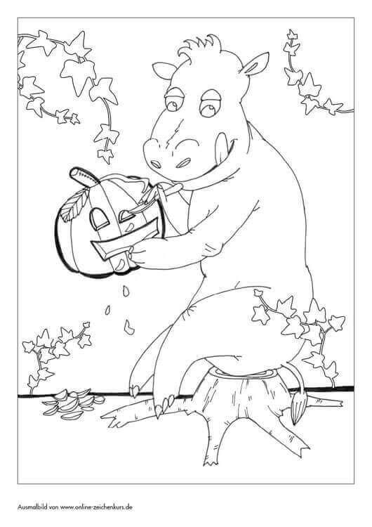 Halloween Nilpferd schnitzt einen Kürbis