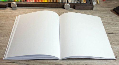Aufgeklappte Seiten vom Softcover