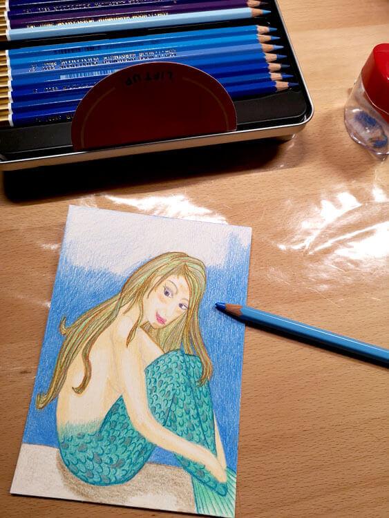 Hintergrund mit Buntstift kolorieren