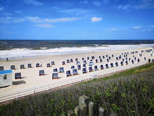 Nordseeküste Fotovorlage zum Abzeichnen Sandstrand und Strandkörbe 1