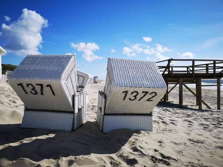 Nordseeküste Fotovorlage zum Abzeichnen Sandstrand und Strandkörbe 2