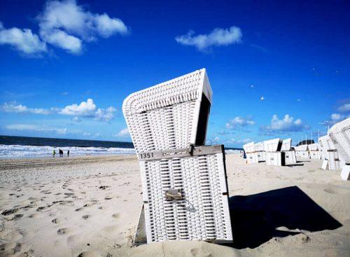 Nordseeküste Fotovorlage zum Abzeichnen Sandstrand und Strandkörbe 3