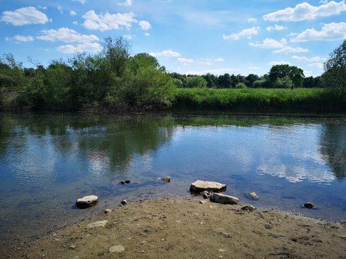 Fotovorlage: Fluss und Flussufer 2