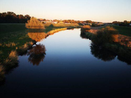 Flusslandschaft mit Sonnenuntergang 1