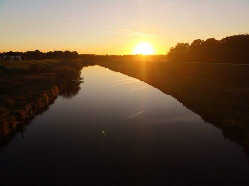 Fluss Fotovorlage: Flusslandschaft Sonnenuntergang 4