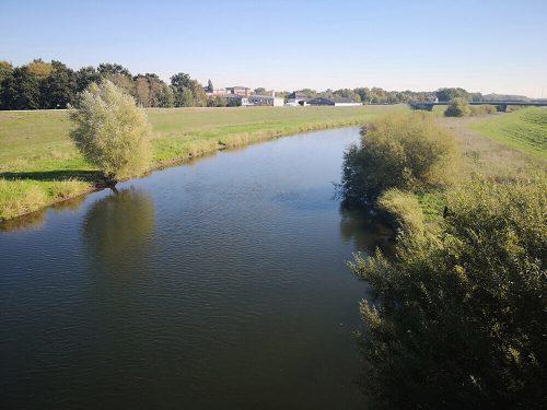 Fluss Fotovorlagen: Flusslandschaft mit Spiegelung 1