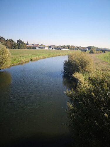 Fluss Fotovorlagen: Flusslandschaft mit Spiegelung 2