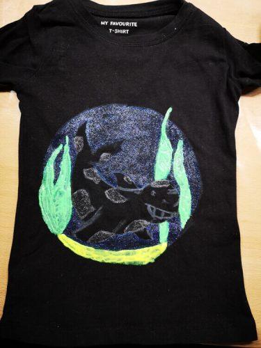 Textilmalerei mit Lieblingsmotiv: Schwarzes Shirt