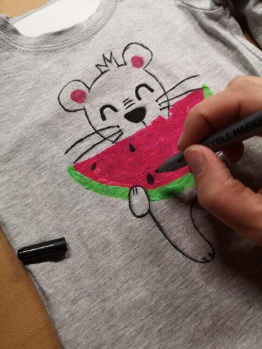 Details mit Textilmarker malen