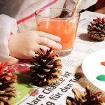 Weihnachtsbaumschmuck basteln – aus Tannenzapfen