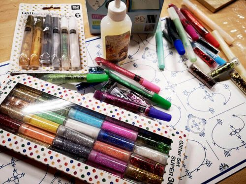 Bastelkleber und Glitter