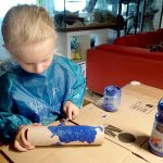 Mal- und Bastelanleitung für Kinder: Aquarium malen auf Pappröhre