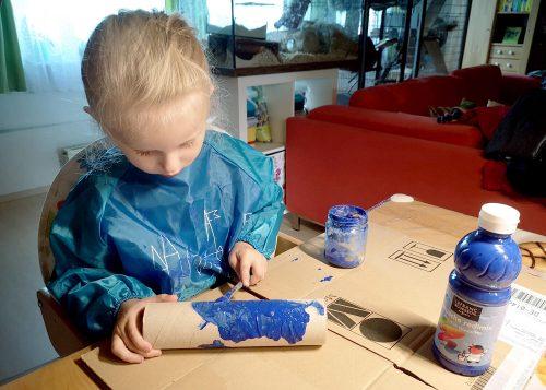 Kind beim Zeichnen fördern